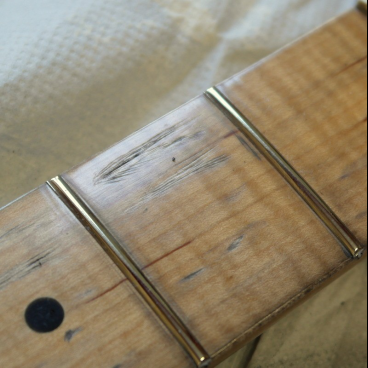 Maple fretboard consumption Ajustment