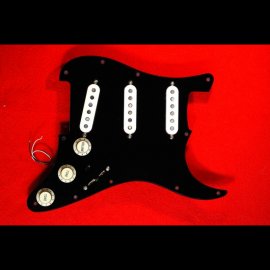 Full-Black Pickguard Strat-